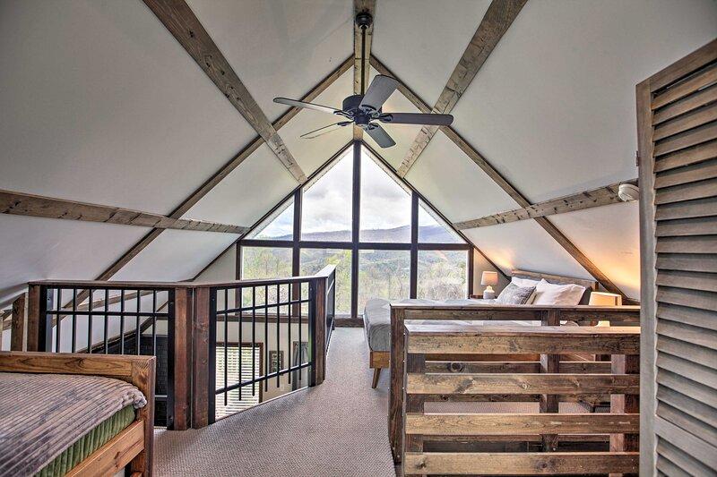 NEW! 'Overlook Loft:' Panoramic Shenandoah Views!, location de vacances à Graves Mill