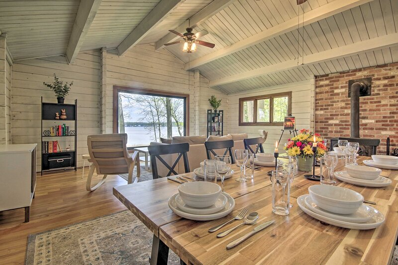 NEW! Riverfront Cabin w/Hot Tub, 2H from NYC & DC!, vacation rental in Pennsville