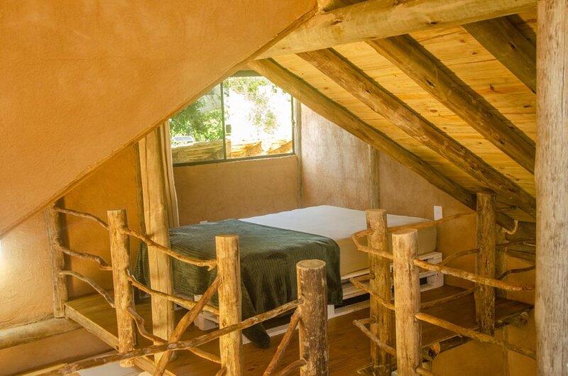 Cabana Africana / Toda em Barro / Jacuzzi exclusiva, holiday rental in Laguna