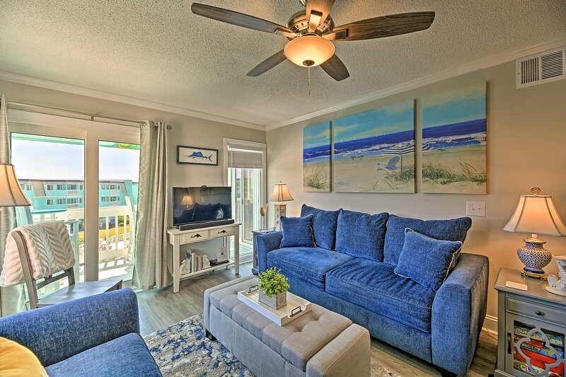 Updated Oceanfront Retreat w/ Pool, Steps to Beach, holiday rental in Morehead City