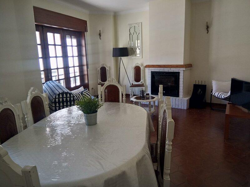 MAISON - CENTRE HISTORIQUE POVOA DE VARZIM, holiday rental in Travassos