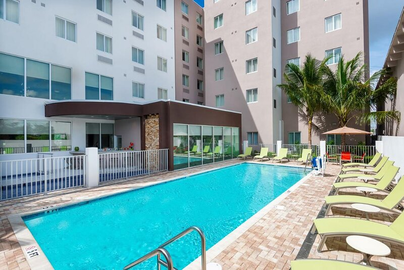 Family Vacay! Spacious Unit w/Kitchen, Pool, alquiler vacacional en Hialeah