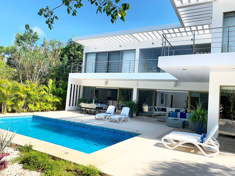 Deluxe residence in Tulum Country Club: Casa Ave, connecting nature with luxury., holiday rental in Chacalal