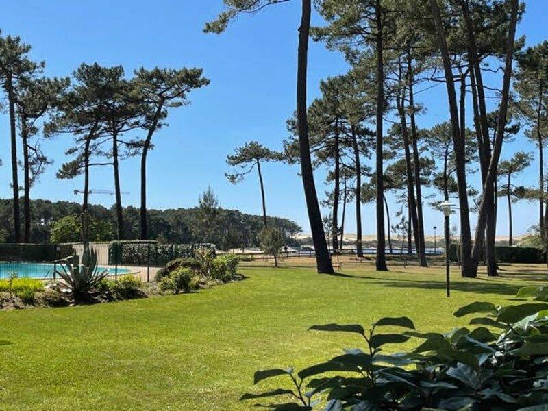 Agréable T2 dans résidence avec piscine face au lac, location de vacances à Soustons