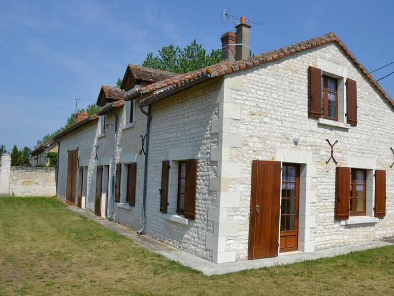 Le Château Vert, holiday rental in Jaulnay