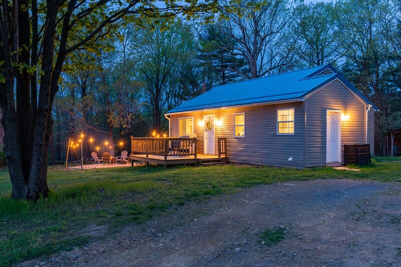 Remote Hideaway ~ Great Mind Renewing Location, holiday rental in Fort Loudon