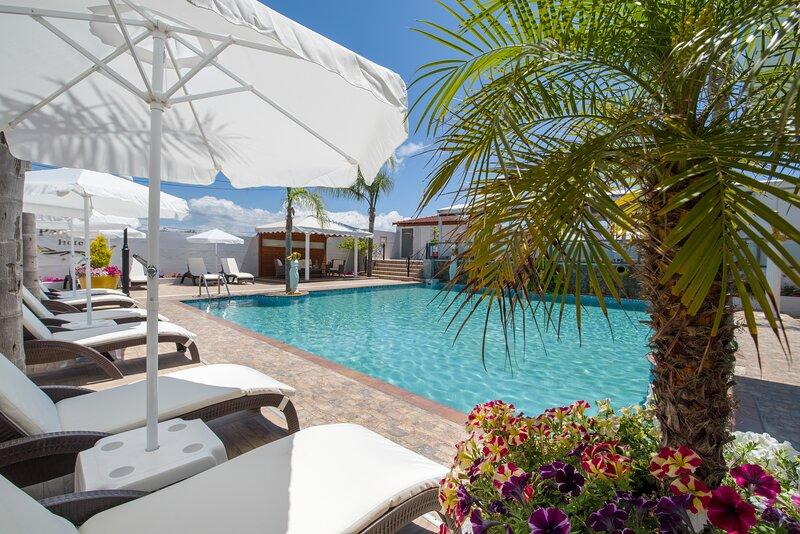 Paradice Hotel Luxury Suites 21, alquiler vacacional en Stavros