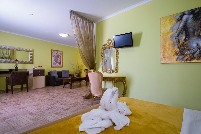 Room Family For 4, vacation rental in Stavros