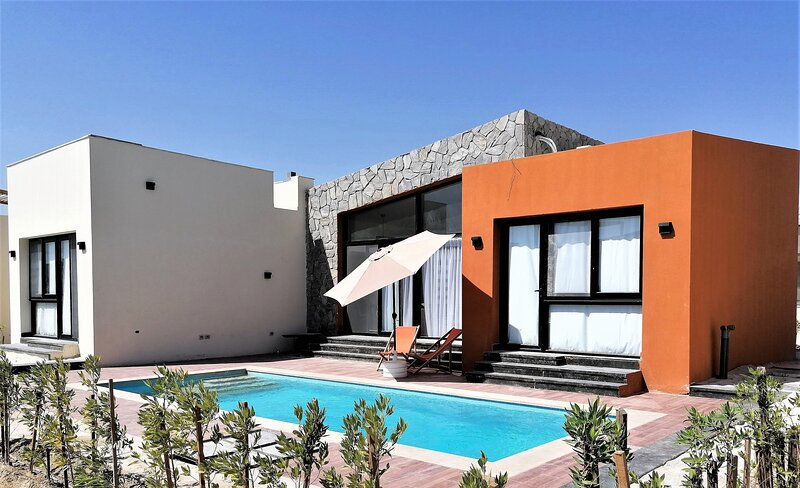 B-at-103 - Contemporary villa with a pool in Soma Bay, casa vacanza a Port Safaga