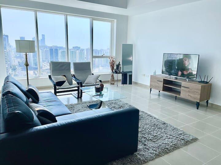 Sky high 1br apartment in Abu Dhabi's Center (POPULAR), alquiler de vacaciones en Emirato de Abu Dabi
