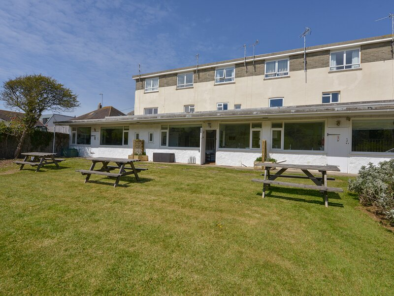 2 BROOK COTTAGES, Scandinavian chalet near beach, in Hope Cove, Ref 982905, holiday rental in Hope Cove