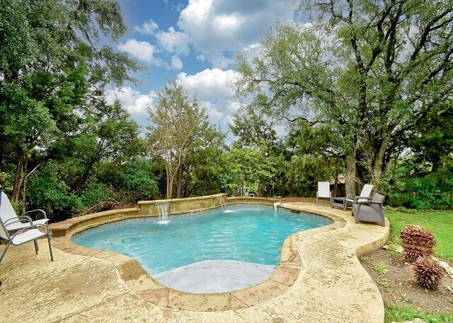 The Teal Door | Spacious Home, Big Fenced Yard | Private Pool, Hot Tub, Grill, alquiler de vacaciones en Austin