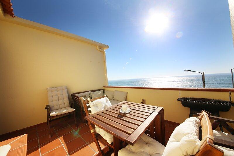 Rooftop Oceanfront Apartment in Ericeira's Center, location de vacances à District de Lisbonne