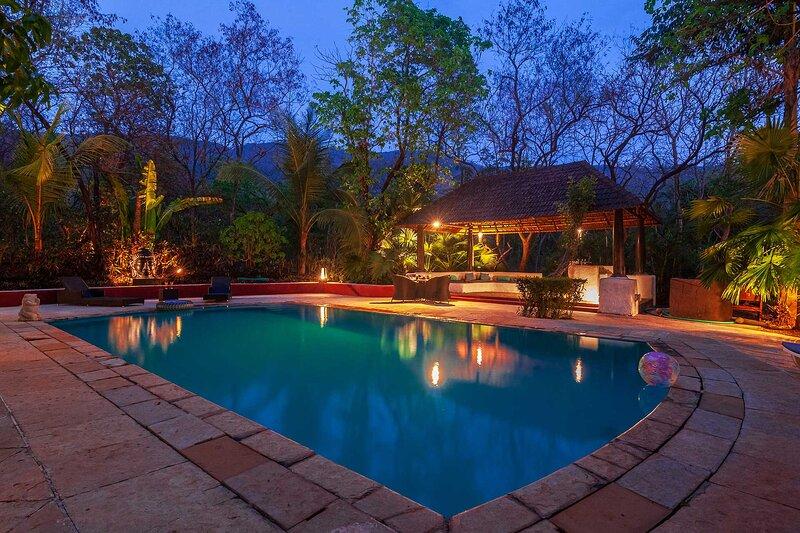 Villa Amarillo by Vista Rooms, holiday rental in Nagaon