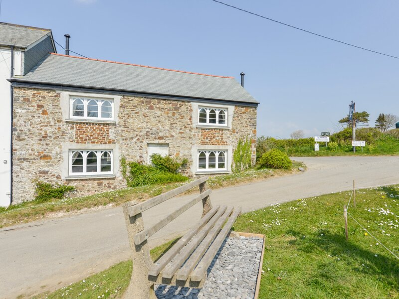 CHAPEL COTTAGE, cosy cottage with wood burning stove in Welcombe. Close to good, alquiler vacacional en Gooseham