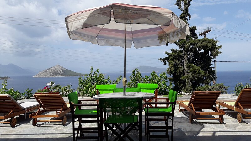 Fantastic House with a Wonderful View of the Sea!, holiday rental in Aegina Town