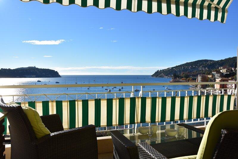Super Villefranche-sur-Mer holiday apartment with sea view and balcony, location de vacances à Villefranche-sur-Mer
