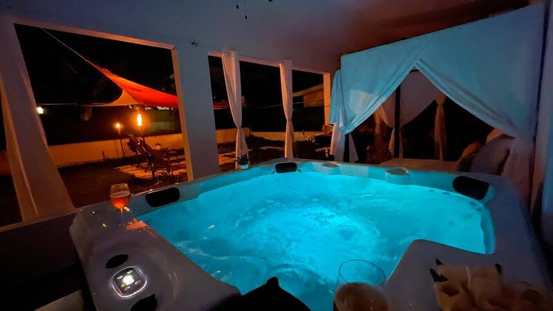 Private Oasis with Jacuzzi & Cabana. Pet Friendly, holiday rental in Ponce