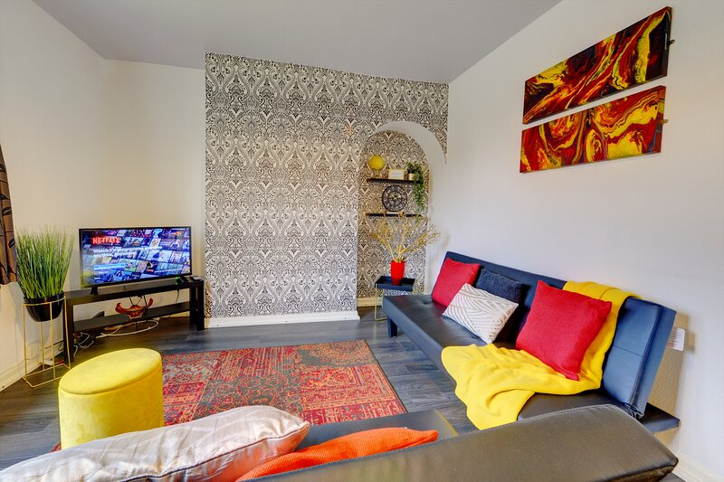 BINLEY COTTAGES COVENTRY - Lovely 3 Bed Home by Passionfruit Properties, alquiler vacacional en Coventry