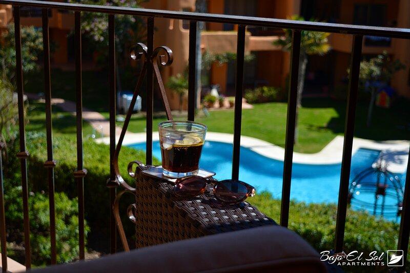 Modern Luxury Apartment close to sandy beach, holiday rental in Urb. Villas de Costalita