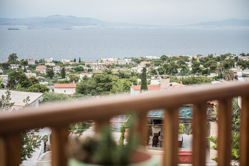 Cozy Home with panoramic views of the Saronic Gulf, vacation rental in Vagia