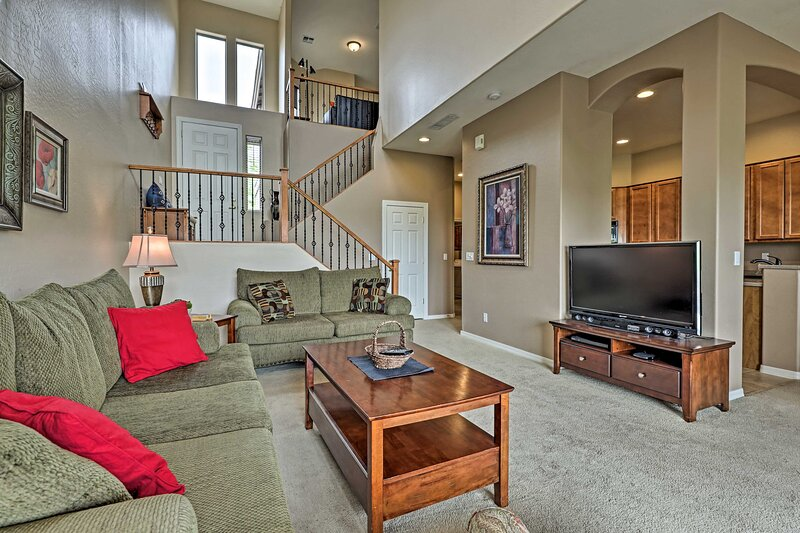 Gold Canyon Townhouse on Golf Course w/Mtn Views!, holiday rental in Gold Canyon