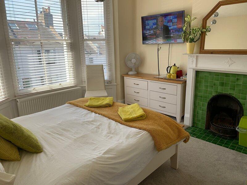 DELIGHTFUL PRIVATE BATH AND BREAKFAST 2, location de vacances à Cooksbridge
