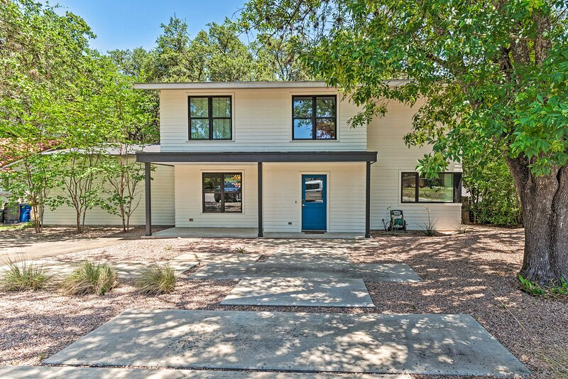 Modern Austin Home w/ Yard ~ 1 ½ Miles from ACL!, holiday rental in Rollingwood