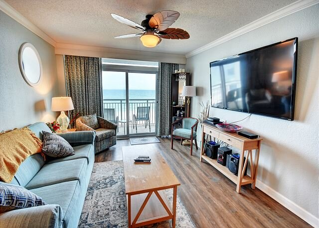 Huge 4 Bed Direct Oceanfront Corner Condo FREE WIFI!, holiday rental in Myrtle Beach
