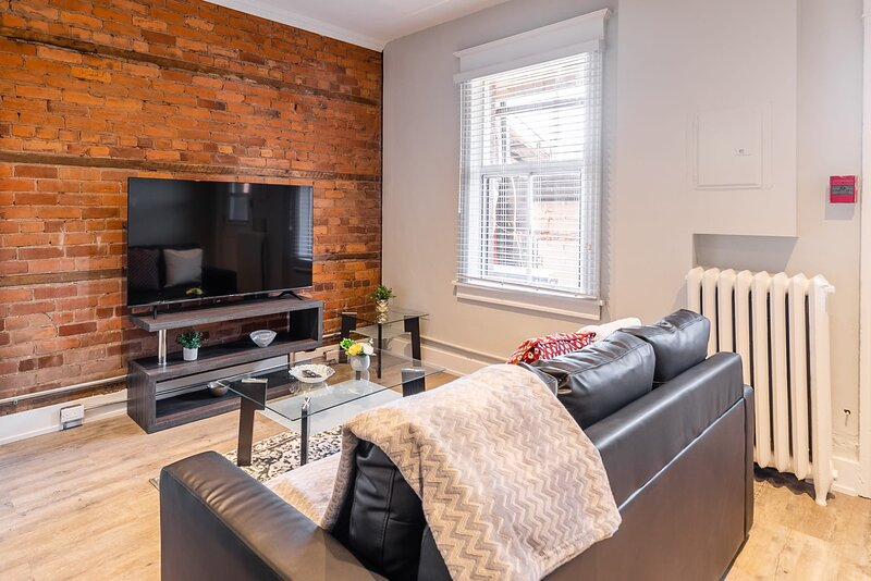 Upscale 1BR Apartment - Prime Location!, holiday rental in Waterdown