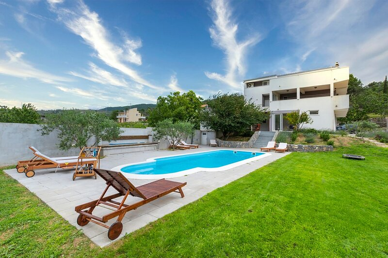 Villa Olive Tree, vacation rental in Tugare