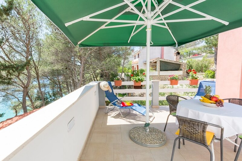 Simi- peacefull and seaview A1(4+1) - Cove Osibova (Milna), aluguéis de temporada em Milna