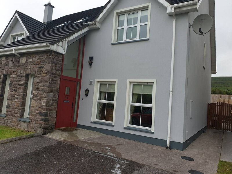 Old Conor Pass Holiday Home, Dingle, Co. Kerry - Three Bedroom Self-Catering Ren, vacation rental in Lispole