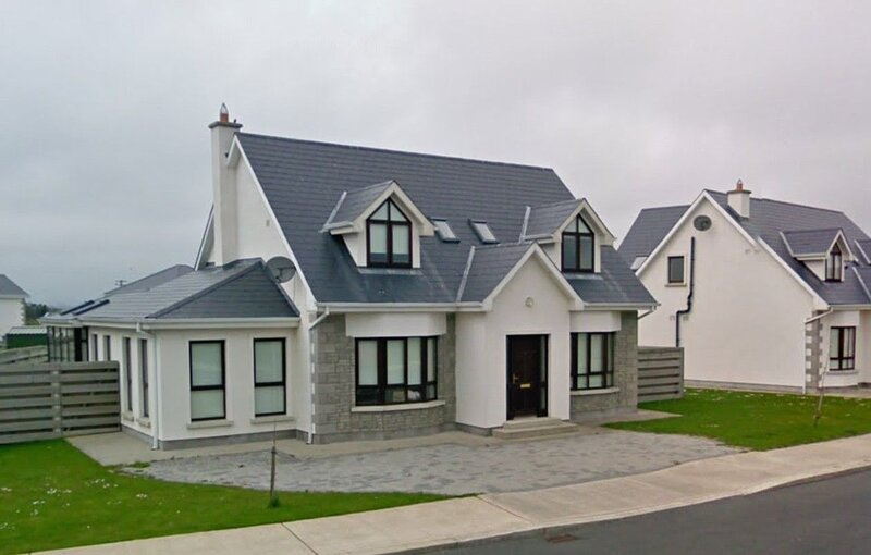 South Bay Rosslare Strand Co. Wexford - 4 Bedrooms. Sleeps 8. One Bedroom Downst, holiday rental in Tagoat