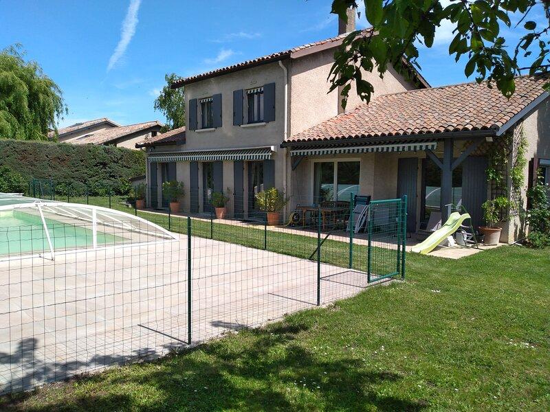 Maison 6/8 personnes avec piscine privative, holiday rental in Courzieu