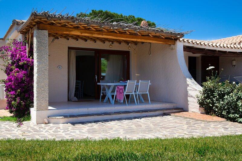 Residence Capraggia -Villino indipendente con giardino AND1, holiday rental in Cannigione