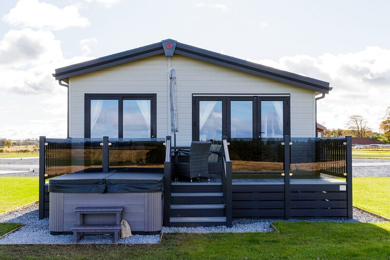 Saltire Lodge 35 with Hot Tub at 5 Star Resort, holiday rental in Ceres
