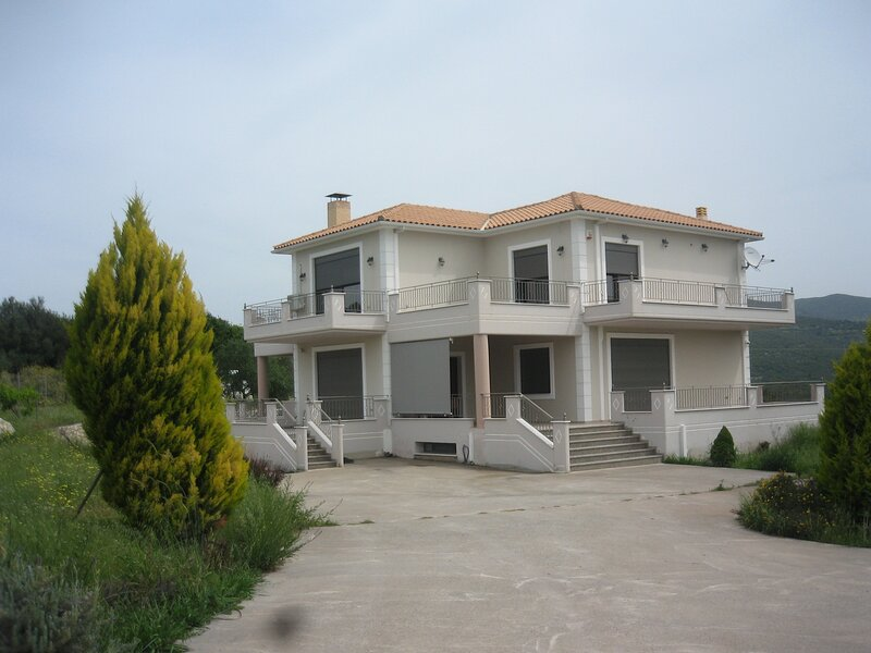 KYPARISSIA GREEK VILLA WITH STUNNING MOUNTAIN AND SEA VIEWS, vacation rental in Zacharo