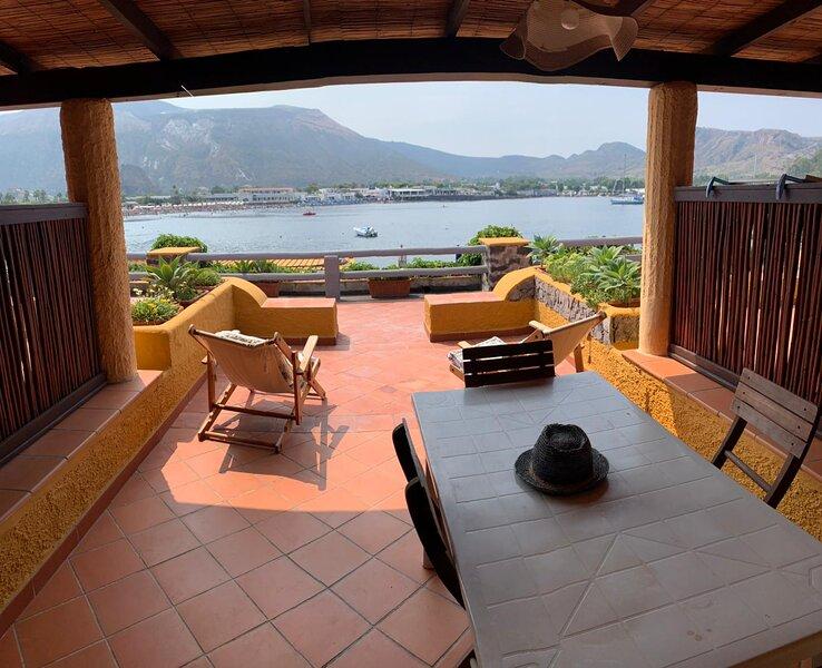 Casa vacanza in residence sulla spiaggia – semesterbostad i Vulcanello