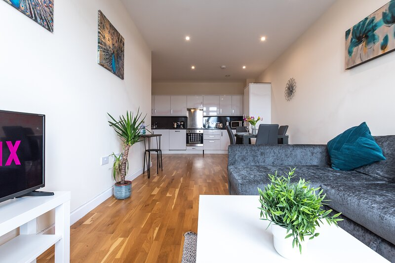 Modern 2-Bed Apartment in Ashford, Kent, holiday rental in Kingsnorth