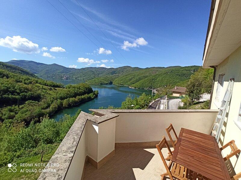 La casa sul lago del turano, holiday rental in Pescorocchiano