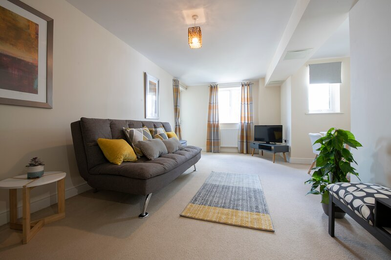 Cozy 2-Bed Apartment in Central Ashford, holiday rental in Kingsnorth
