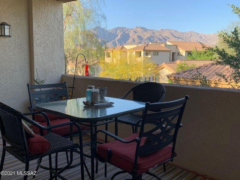 Magnificent Mountain View Furnished Rental (Minimum 30 day lease), aluguéis de temporada em Catalina Foothills