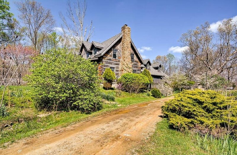 Twin Oaks Lodge Vacation Cabin, holiday rental in Unionville