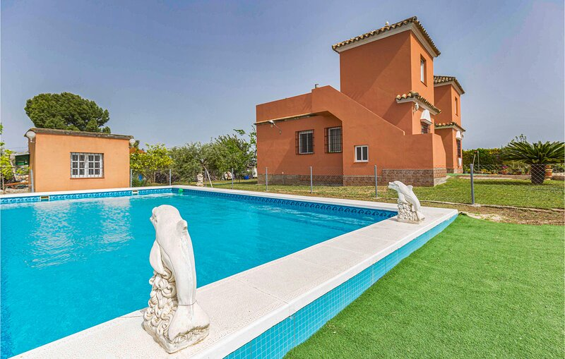 Nice home in Arahal with Outdoor swimming pool and 5 Bedrooms (EAC522), holiday rental in Marchena