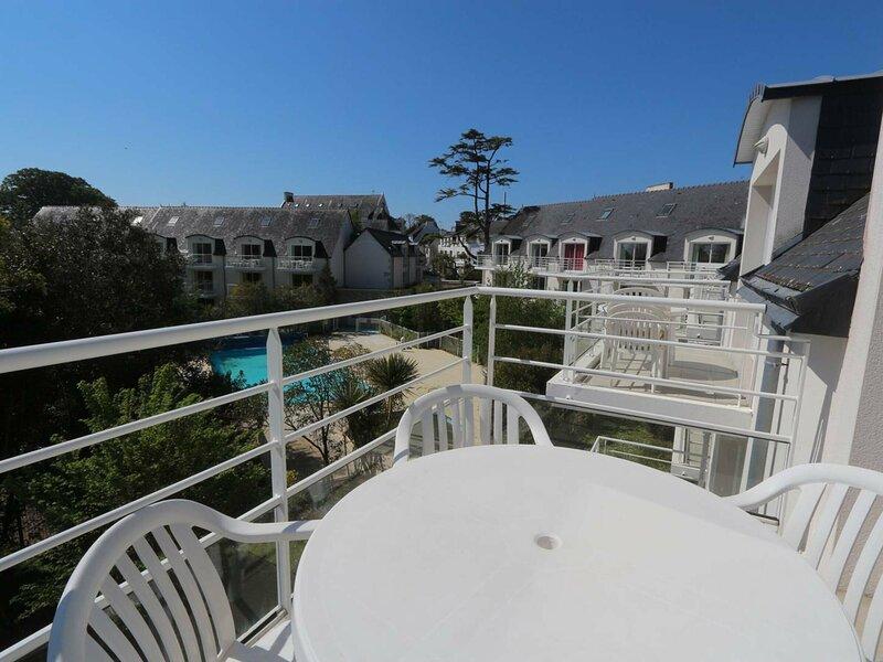 Joli duplex avec vue mer et piscine, holiday rental in Beg-Meil