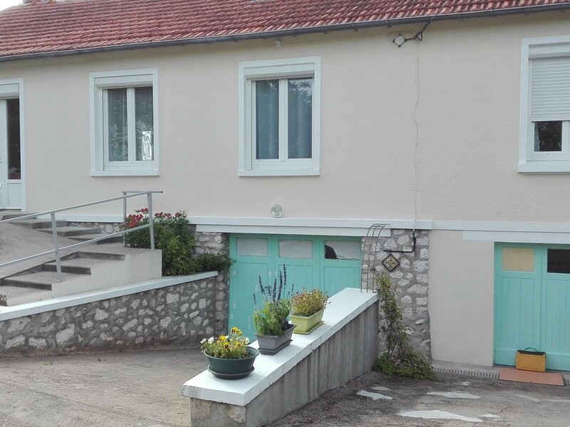 Les Sablons, holiday rental in Avaray