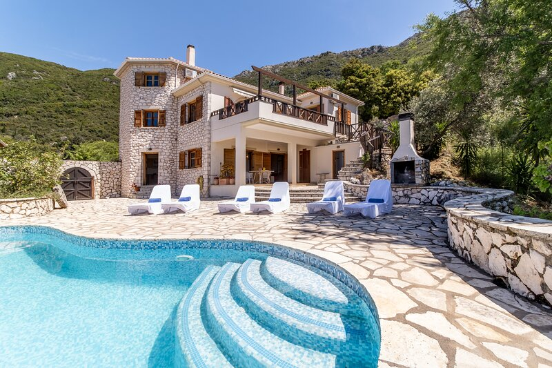 SeaView Villa Arapaki. Stone Built with Infinity Pool for 6 people. Pet friendly, casa vacanza a Nidri