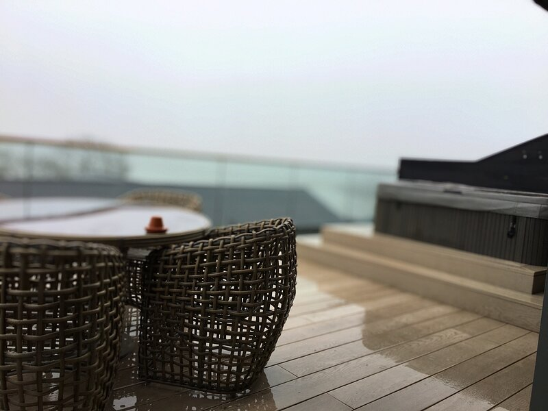 5 Luxury Lodge with beautiful views of the Taf Estuary, alquiler de vacaciones en Bancyfelin