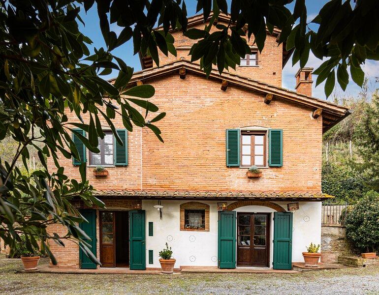 Podere Torre degli Ulivi, la casa torre e il suo giardino incantato, holiday rental in Montefoscoli